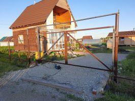 Винтовые сваи под забор с воротами